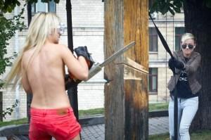 Femen - kreuz ab oben ohne