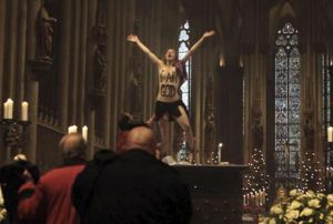 femen-I am god -koelner dom