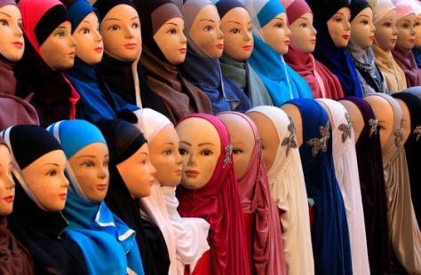 Nur ein modisches Accessoire? Diese Sicht wird der Bedeutung der Kopftuch-Debatte nicht gerecht. (Bild: Yves Herman / Reuters)