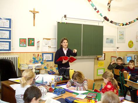 Kreuz in christlicher Grundschule